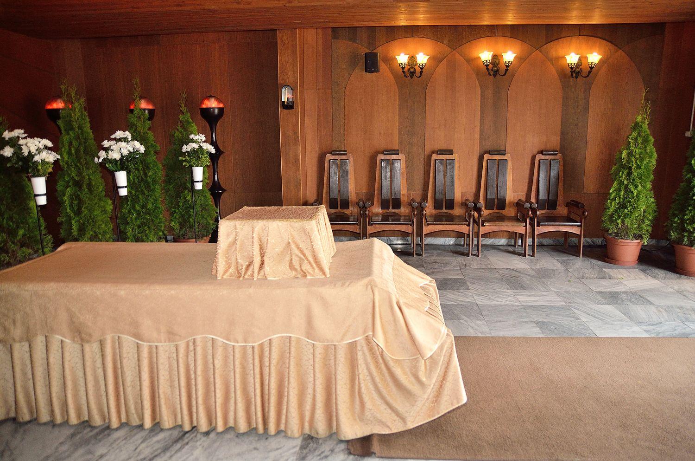 Gyászolói férőhelyek száma: 40 | Ülőhelyek száma: 10