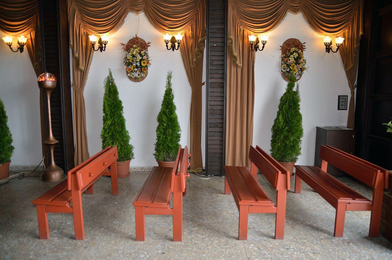 Gyászolói férőhelyek száma: 54 | Ülőhelyek száma: 30
