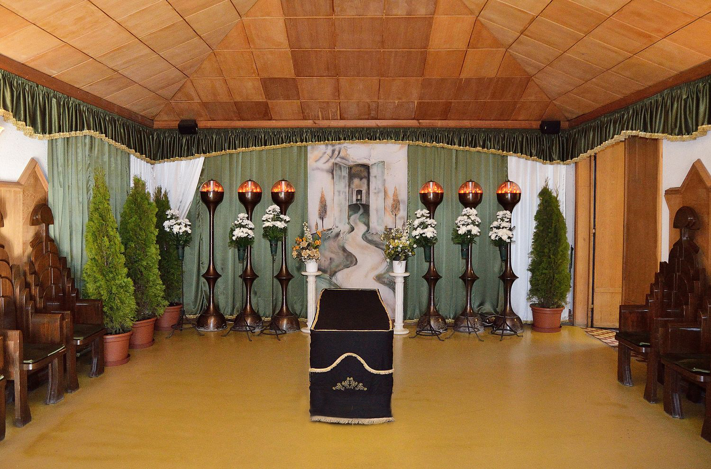 Gyászolói férőhelyek száma: 30 | Ülőhelyek száma: 12