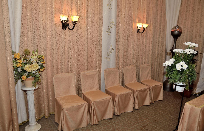Gyászolói férőhelyek száma: 20 | Ülőhelyek száma: 10
