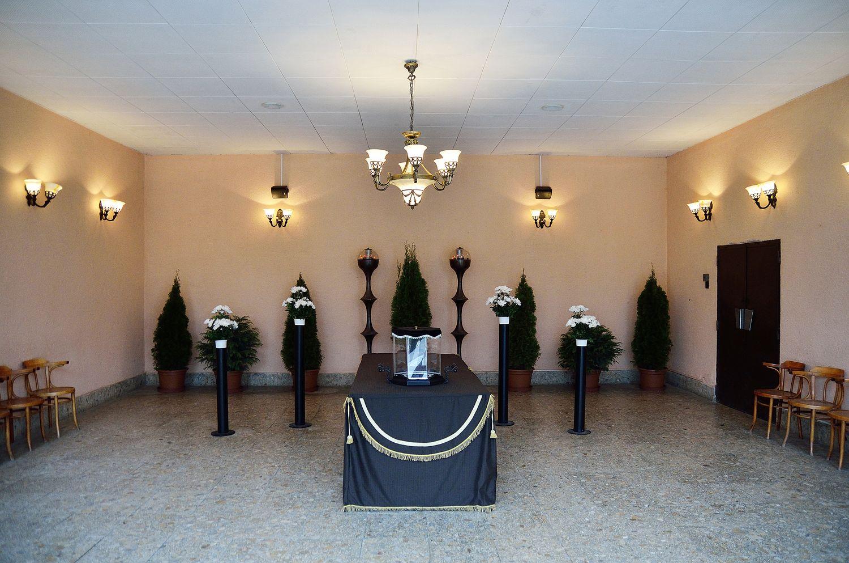Gyászolói férőhelyek száma: 60 | Ülőhelyek száma: 20