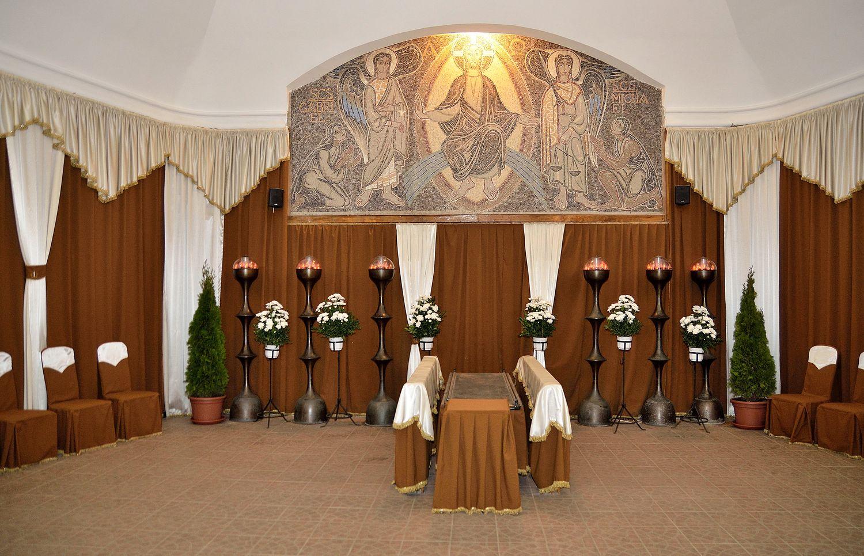 Gyászolói férőhelyek száma: 50 | Ülőhelyek száma: 26