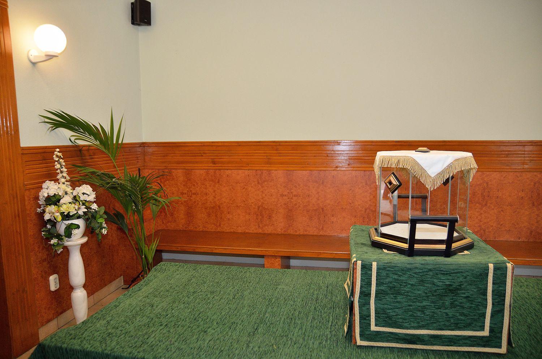 Gyászolói férőhelyek száma: 50 | Ülőhelyek száma: 20