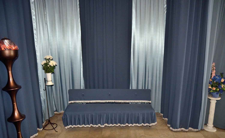 Gyászolói férőhelyek száma: 64 | Ülőhelyek száma: 30