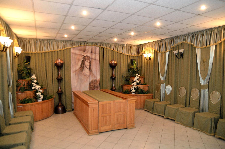 Gyászolói férőhelyek száma: 44 | Ülőhelyek száma: 14