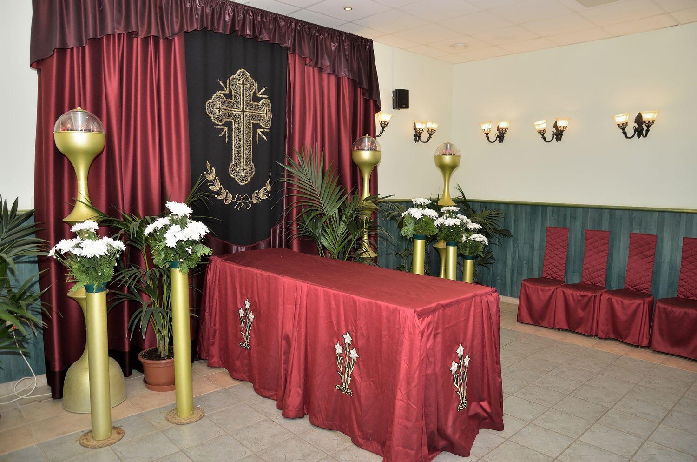 Gyászolói férőhelyek száma: 54 | Ülőhelyek száma: 19