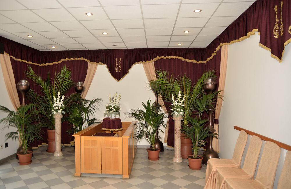Gyászolói férőhelyek száma: 31 | Ülőhelyek száma: 12